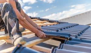 Czym pokryć dach domu? Dachówka , blachodachówka, blacha płaska, gonty