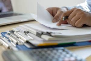Jakie dokumenty są potrzebne do budowy domu? Sprawdź formalności, które Cię czekają