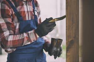 Lakier do drewna na zewnątrz – jaki wybrać? Rodzaje, ich własności fizyczne i estetyczne
