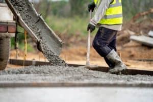 Pielęgnacja betonu latem i zimą