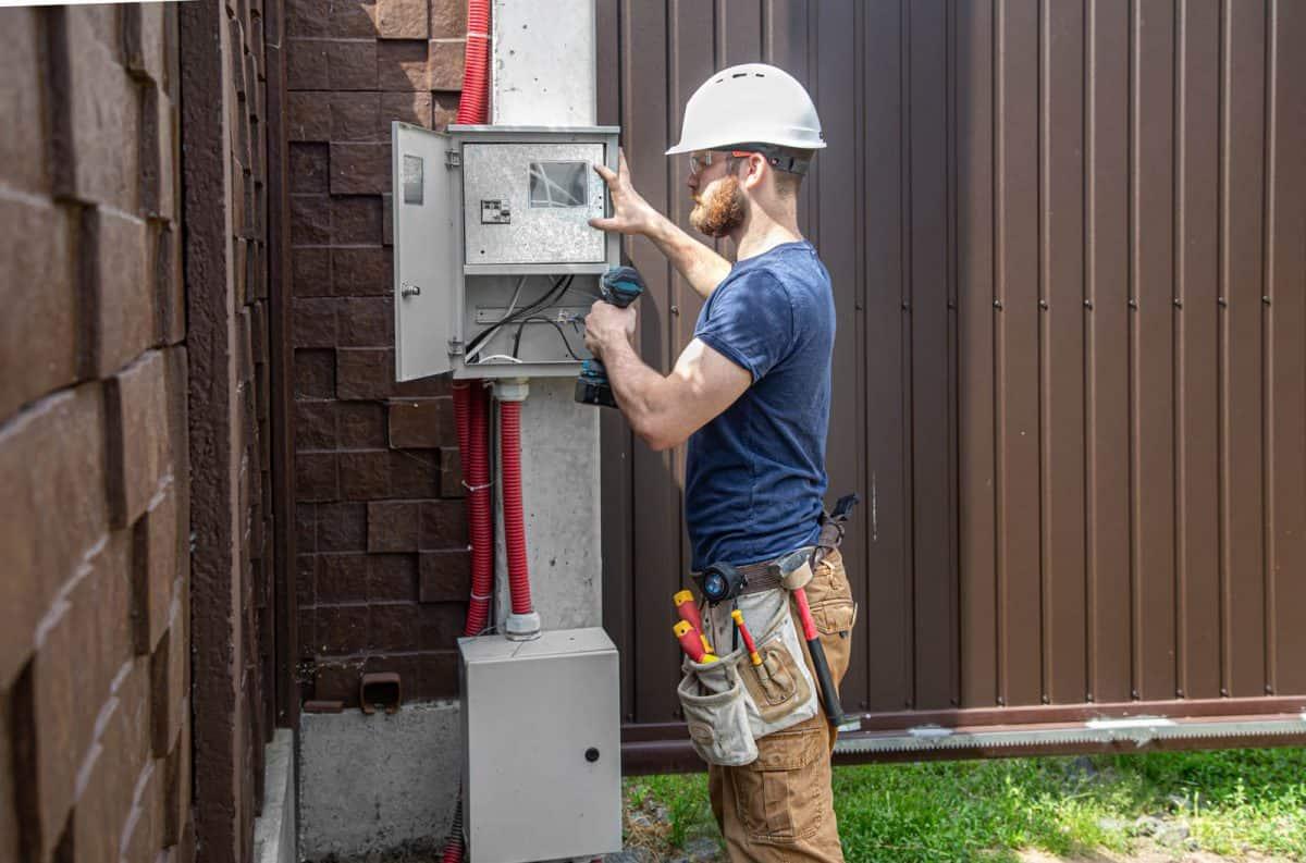 Przyłącze elektryczne do domu jednorodzinnego. Rodzaje, dokumentacja i koszt