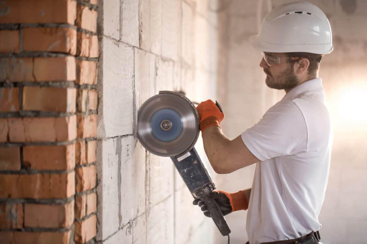 Budowa ścian wewnętrznych. Bloczek komórkowy czy pustak ceramiczny?
