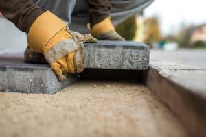 Jakich formalności wymaga utwardzenie gruntu, podjazdu, podwórka oraz terenu pod kostkę brukową.
