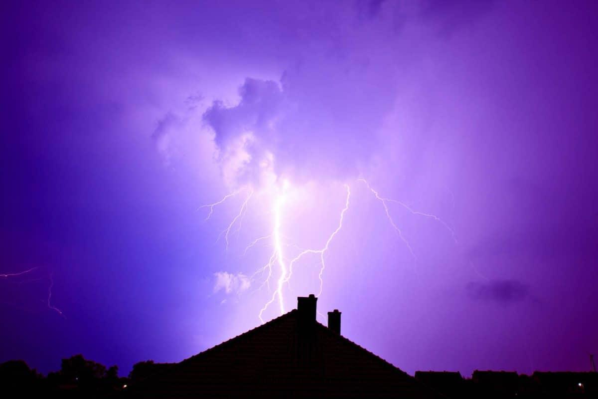 Uziom, czyli jak chronić dom przed skutkami burz. Uziom w instalacji odgromowej