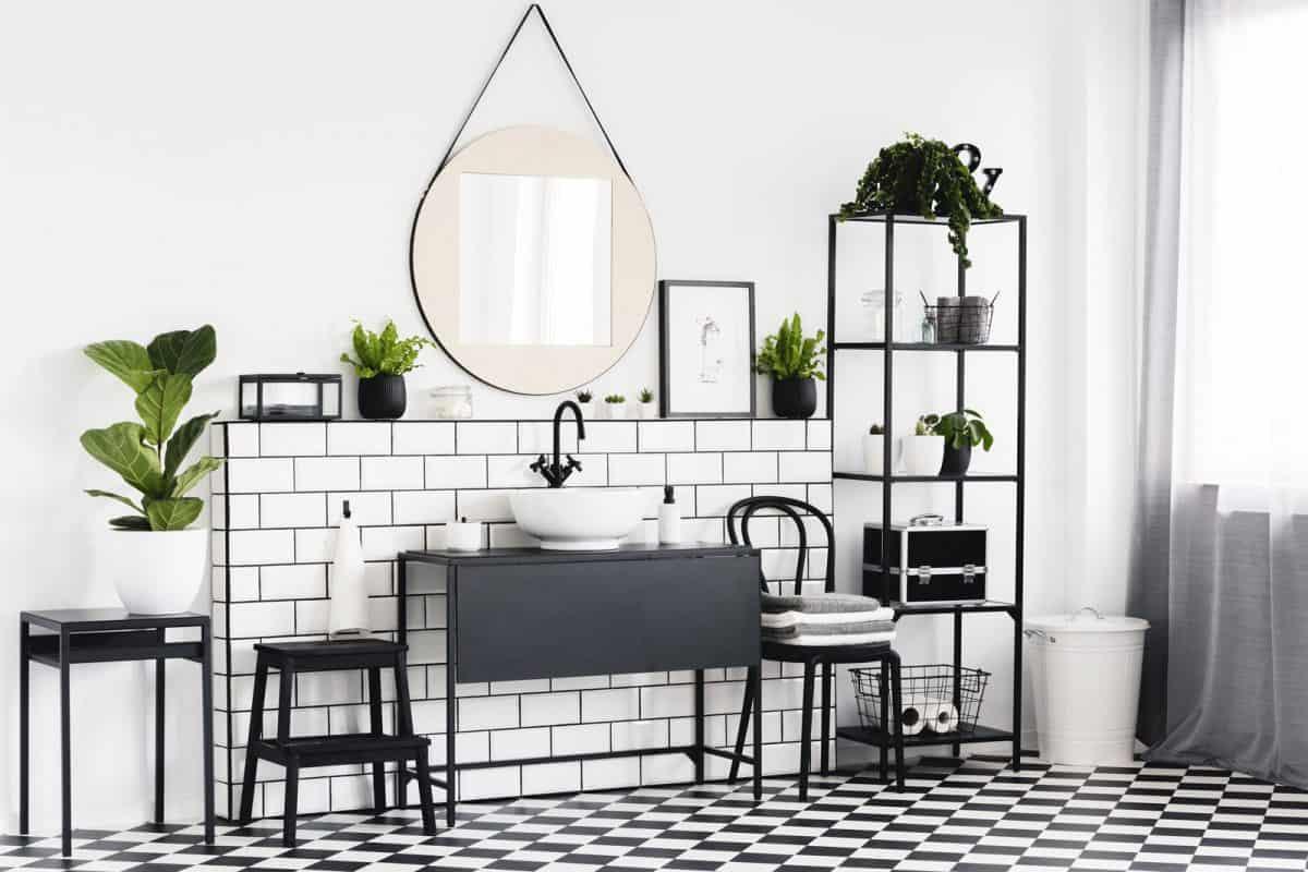 Czerń w łazience.. Fot. LIBERON