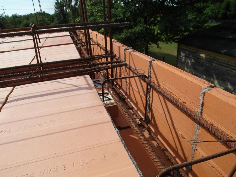 Ceramiczny pustak stropowy i kształtki wieńcowe Porotherm. Fot. Porotherm