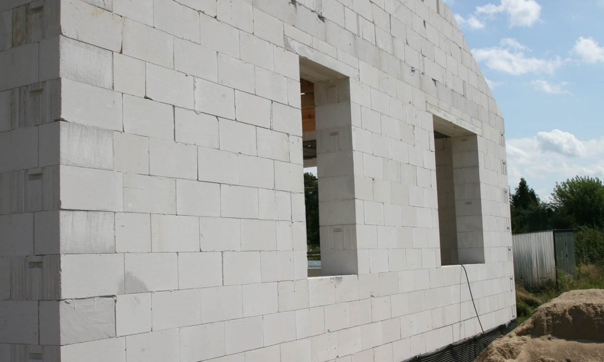 Beton komórkowy na ściany zewnętrzne i nośne. Bloczki z betonu komórkowego. Fot. H+H