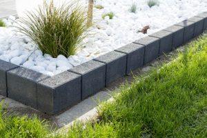 Jak dobrać obrzeża do płyty i kostki betonowej Polbruk