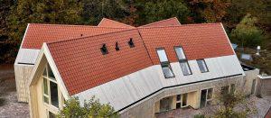 Dachówka ceramiczna lepsza od innych pokryć dachowych. Fot. Wienerberger