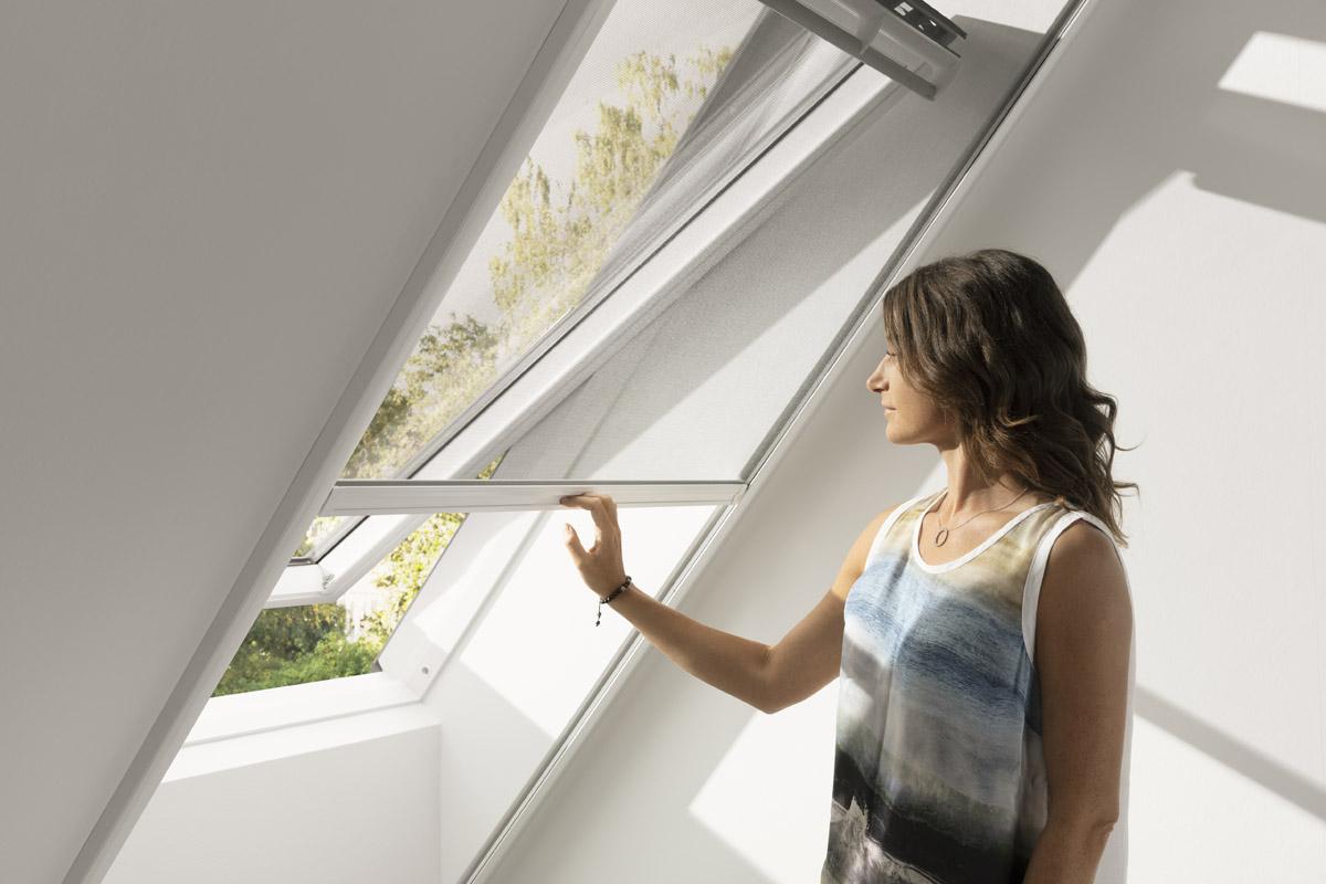 Moskitiera na okno dachowe. Cena, montaż i obsługa