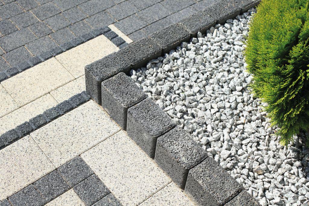 Betonowe obrzeże vs. betonowa palisada. Do czego służą betonowe palisady i obrzeża?